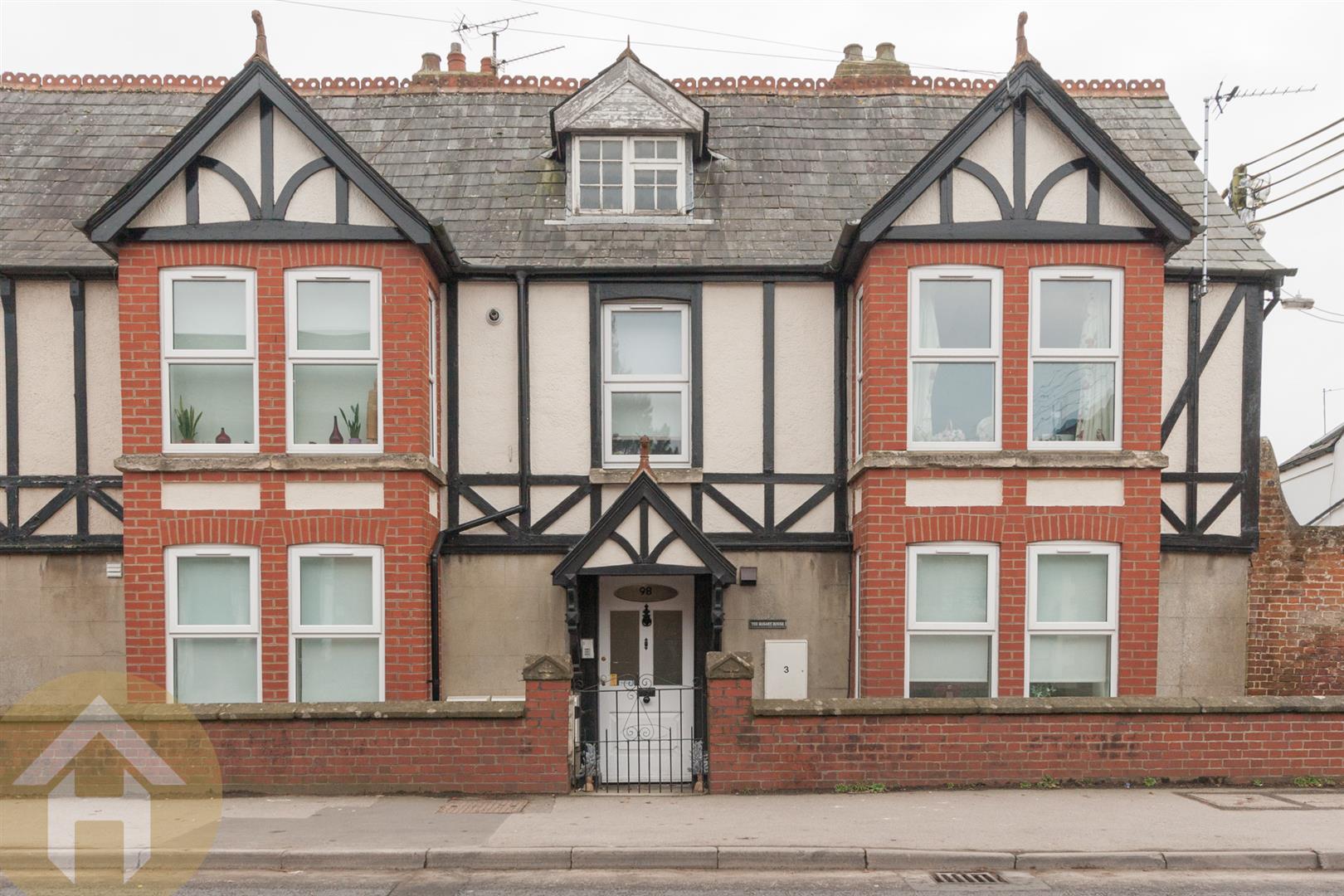 1 Bedroom Flat for sale in High Street, Royal Wootton Bassett